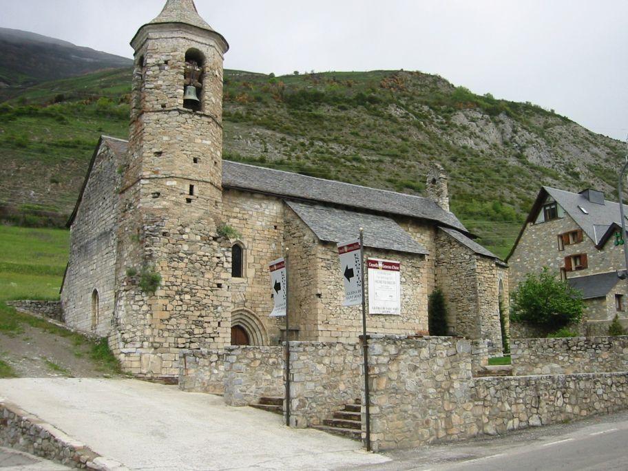 Eth pòble d'Arties hestege cada an era sua hèsta major, en Sant Joan, damb ua missa ena glèisa.