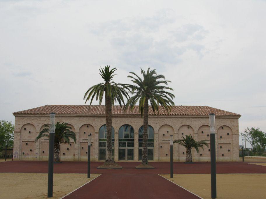 The former offices of the Real Compañía de Canalización del Ebro are now home to the Ebro Museum of the Sea