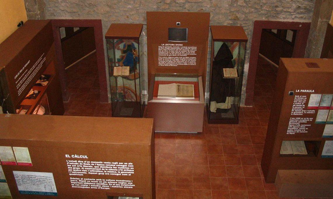 Interior de l'exposició Scriptorium de Ripoll.