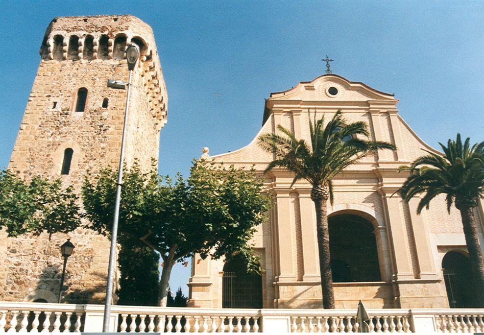 La Torre de l'Ermita es troba dins del recinte del santuari de la Mare de Déu del Camí que dóna nom a la torre.