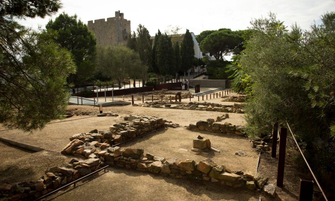 La Torre de guaita del segle xv i el jaciment ibèric de Sant Sebastià de la Guarda (s. VI - I aC) a Llafranc. Arxiu d'imatges del Museu del Suro de Palafrugell.