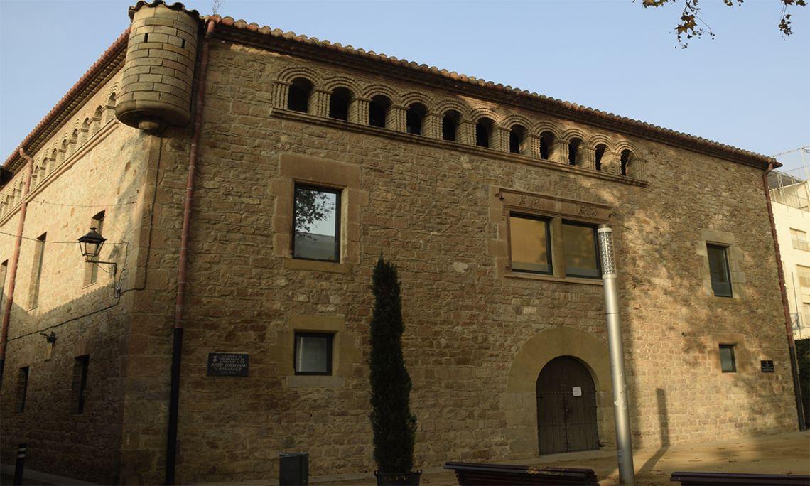 L'Harmonia, construïda al segle XVI, segurament a l'emplaçament de la Torre Blanca (segle XI), està vinculada als orígens de l'Hospitalet