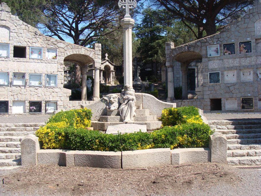 Noucentista cemetery in Cardedeu