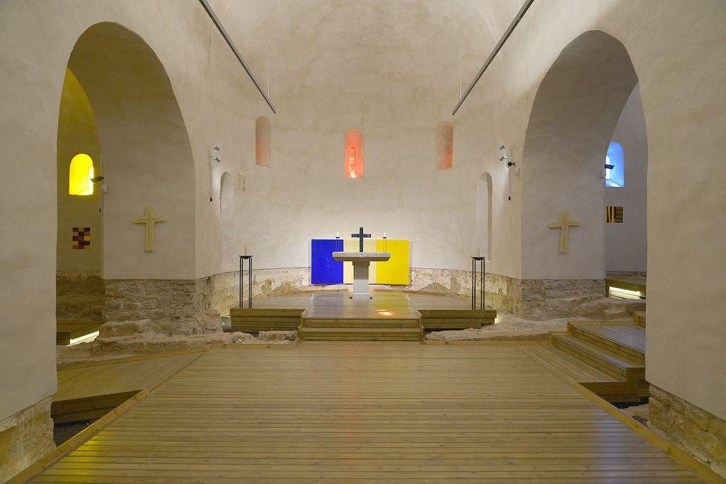 Interior de l'església de Santa Cecília de Montserrat.