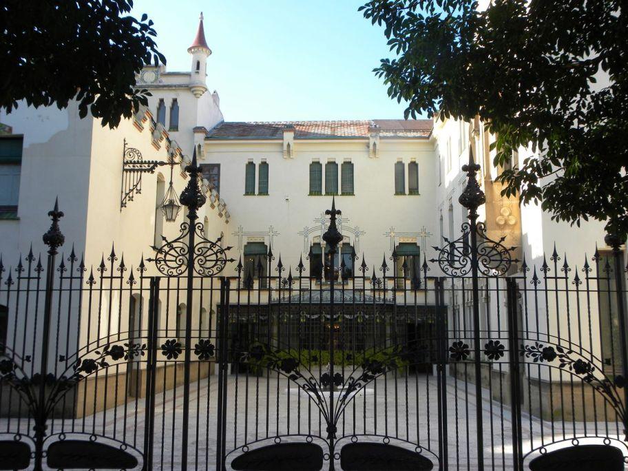 Façana posterior i pati de la Casa Alegre de Sagrera. Foto: Museu de Terrassa
