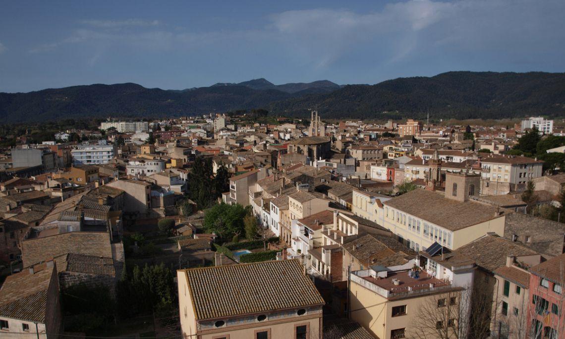 Vista de la vila de Banyoles des de dalt del campanar de l'església del monestir de Sant Esteve de Banyoles