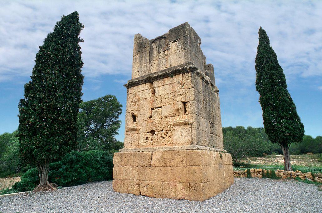 Vue générale de la tour des Scipions.