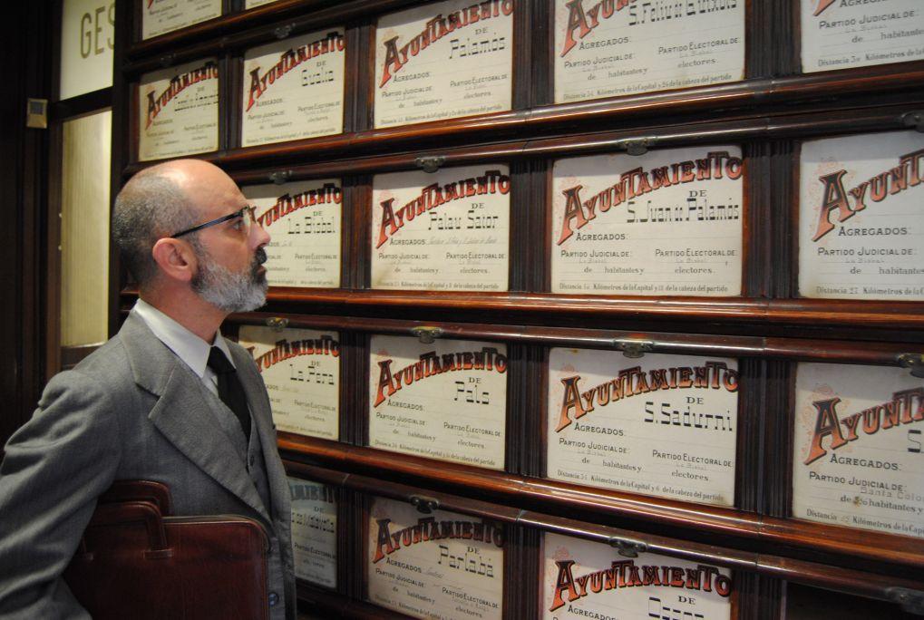 Cet établissement moderniste avait accueilli trois dépendances différentes: les archives notariales, une agence bancaire et l'étude notariale Saguer