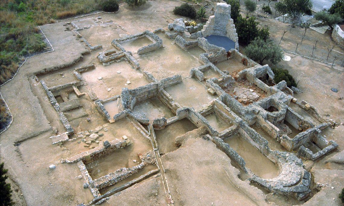 Vista general de l'edifici dels banys de la vil·la romana dels Munts.