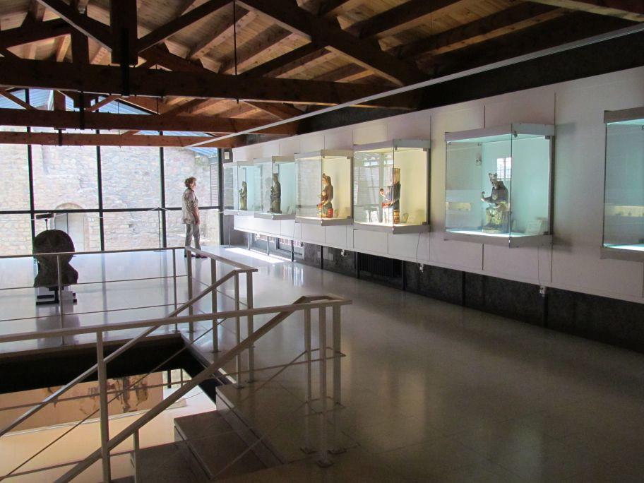 Imatge d'una sala de l'exposició permanent del Museu Diocesà d'Urgell.