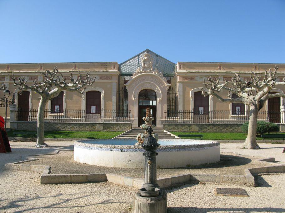 El Museu de les Terres de l'Ebre se situa a l'edifici modernista del col·legi Miquel Granell.