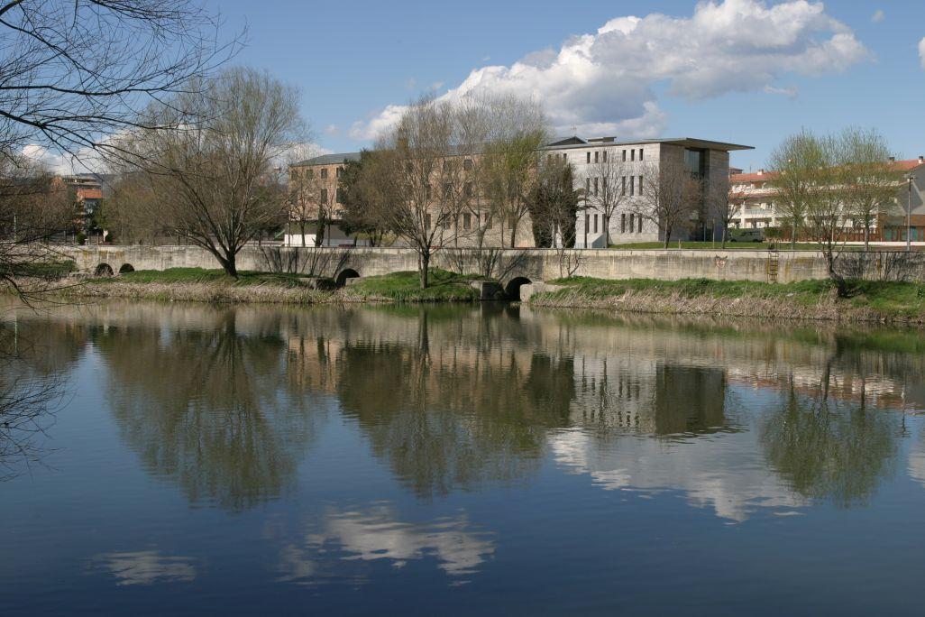 L'antiga filatura de Can Sanglas acull el Museu del Ter, emmarcat per un paisatge fluvial espectacular