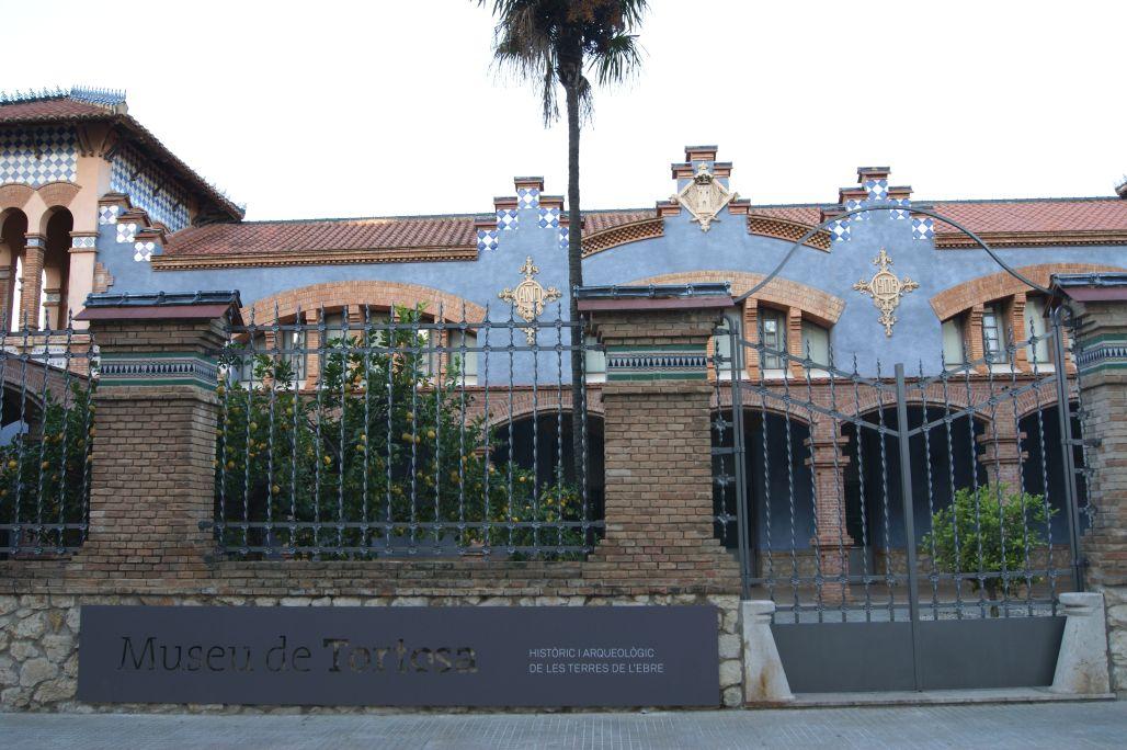 Façade du musée de Tortosa dans l'ancien abattoir, bâtiment Art nouveau de l'architecte Pau Monguió.