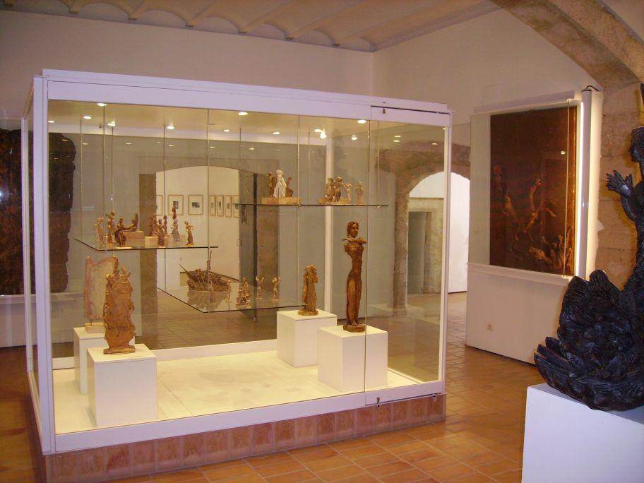 Ubicada en un palau renaixentista del segle XVI, la Casa del Portal va ser la residència-taller de l'artista.