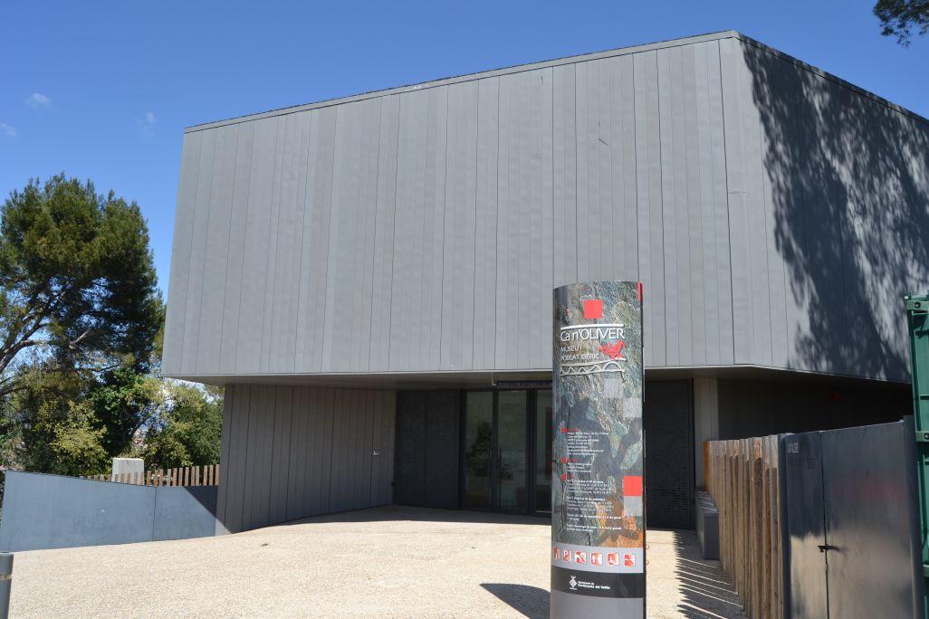 Exterior del museo y poblado íbero de Ca n'Oliver