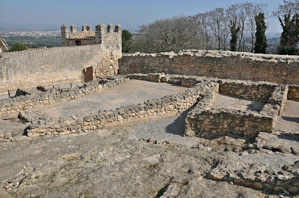 Ruines d'Olèrdola.By Alberto-g-rovi