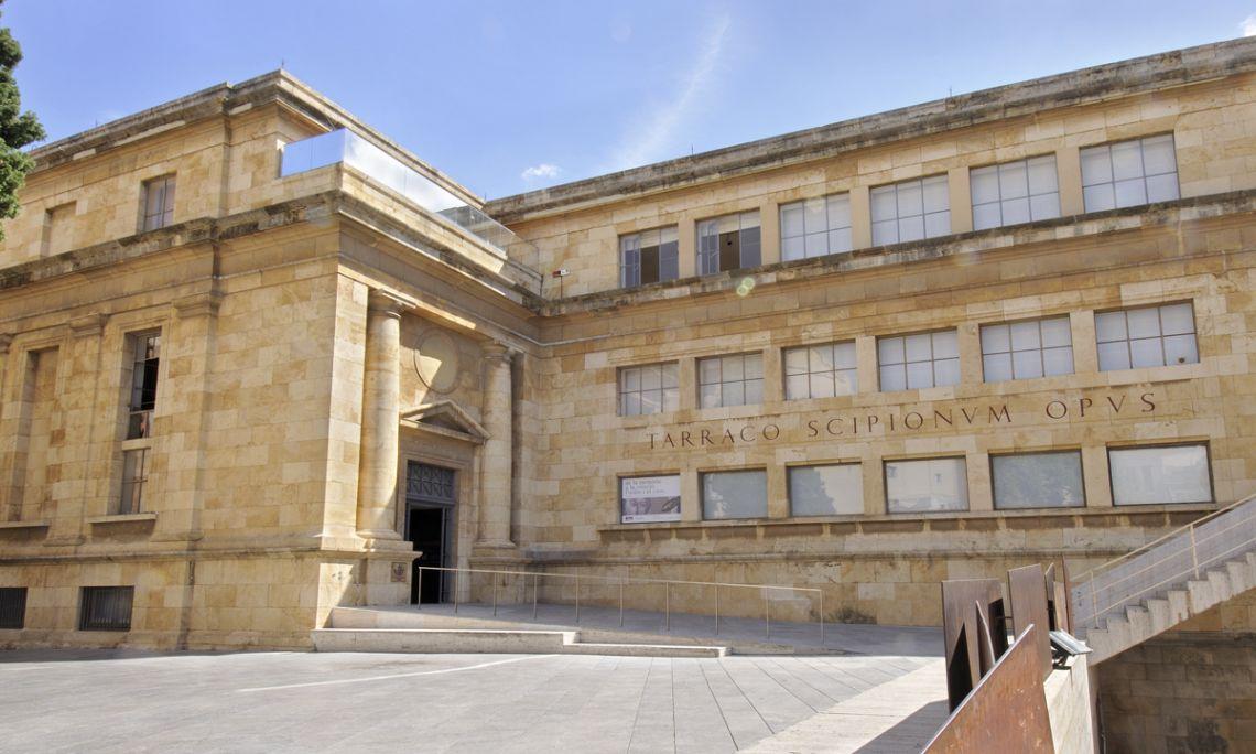 Édifice du Museu Arqueològic de Tarragonasur la plaça del Rei