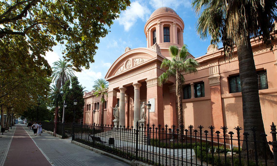 Biblioteca-Museu Víctor Balaguer, fundat l'any 1884.