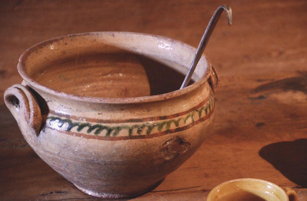 Sopera de Gerri de la Sal, testimoni de l'activitat artesanal desenvolupada fins a mitjans del segle XX.