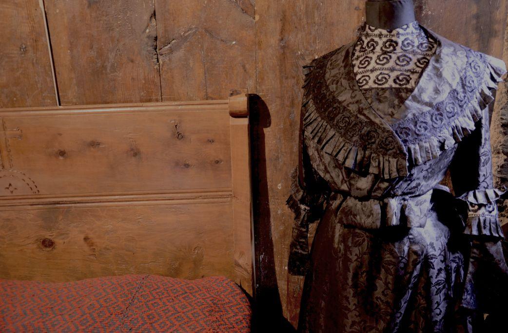 El mateix vestit que era emprat per al casament, també ho era per a l'enterrament.