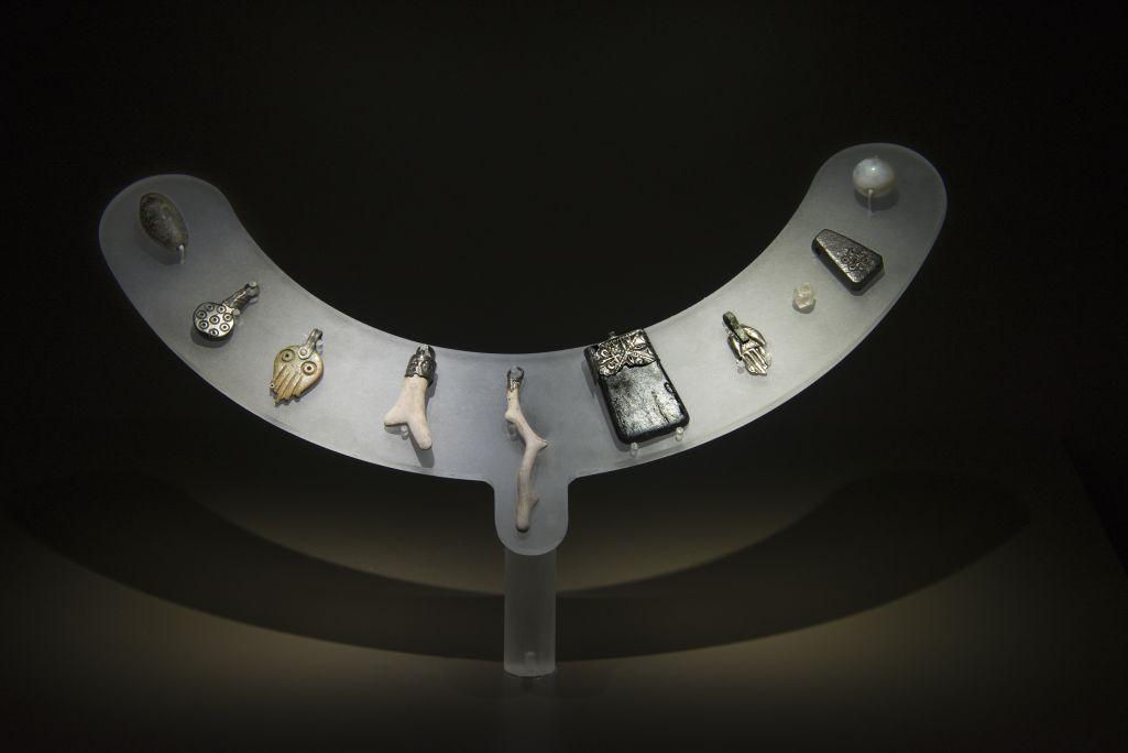 Collaret d'amulets de la fossa comú FS 163.