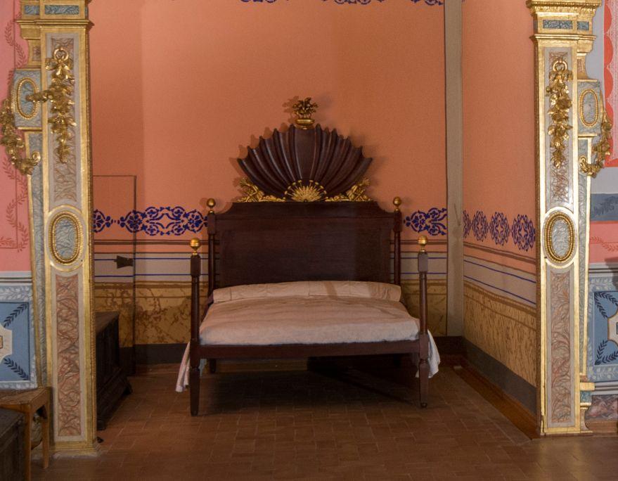 Cama de caoba con una cronología del siglo XIX (1815-1830).