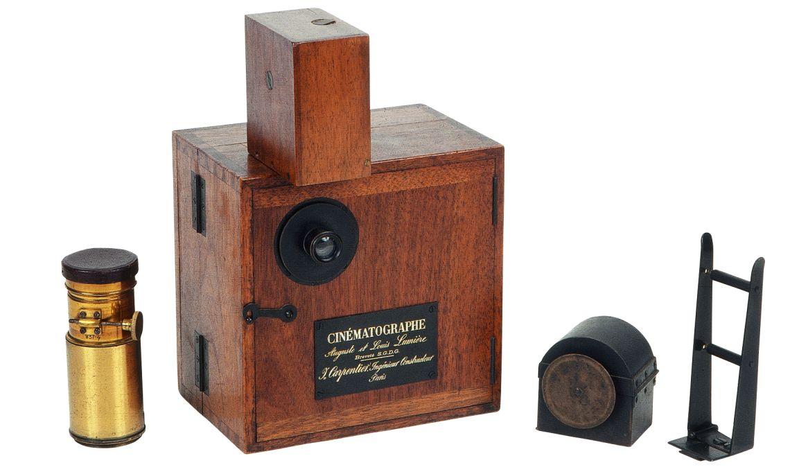 Cámara-proyector Cinématographe Lumière (1896).