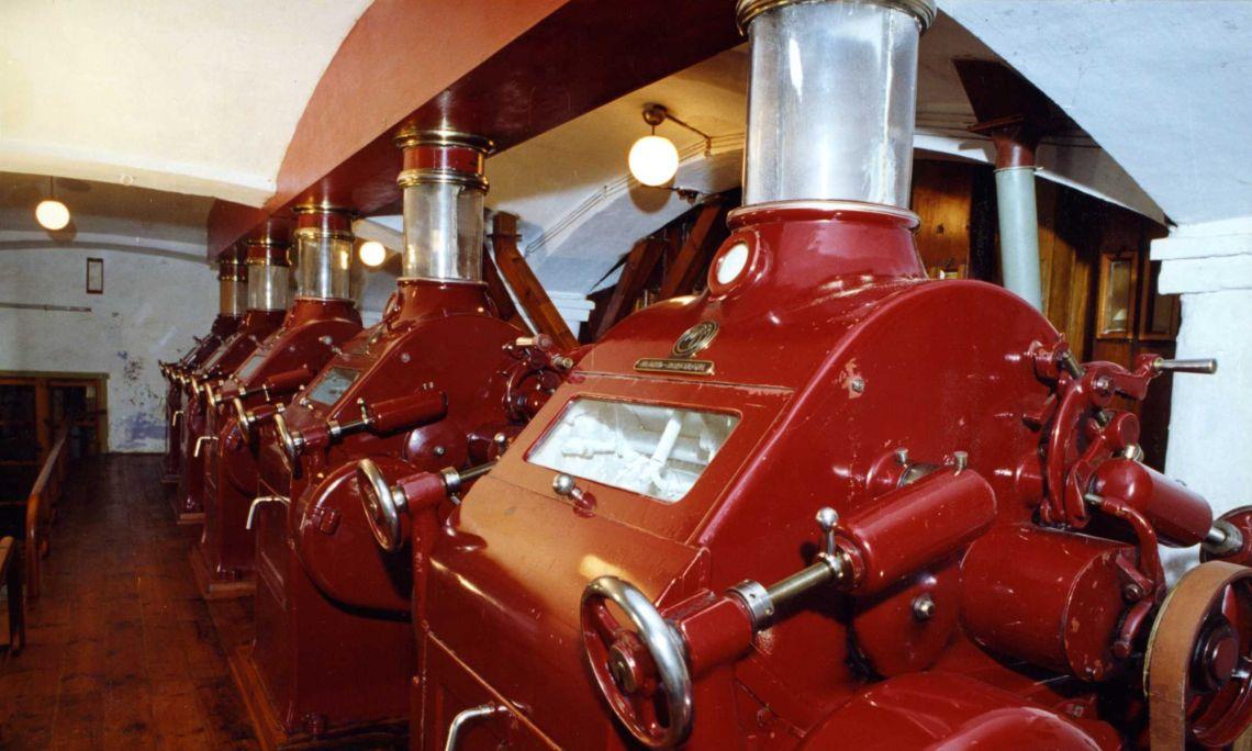 ¡Por estas máquinas, cada día pasaban 20.000 quilos de trigo! ©Jordi Cassú.