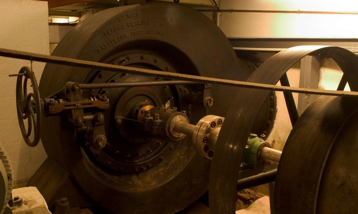 La turbina Francis genera 90 CV. La paraula turbina ve del llatí turbo –inem, que significa rotació o gir. ©Pep Botey.