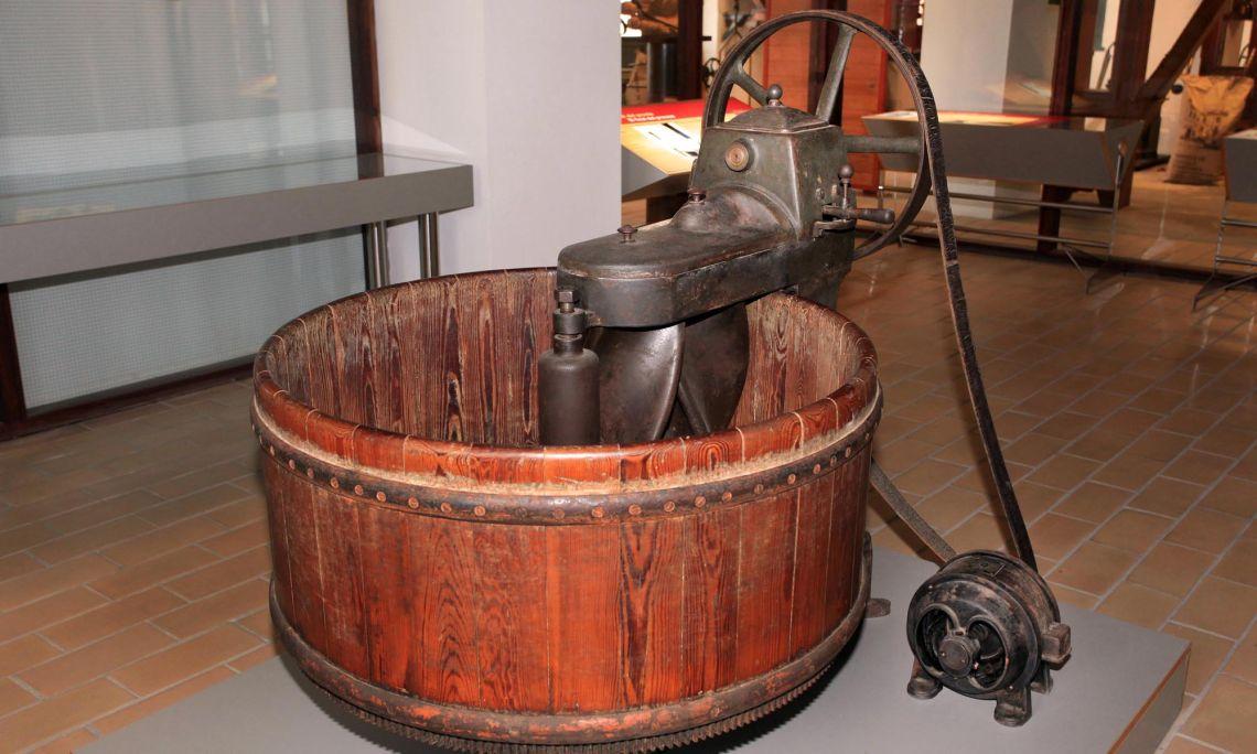 La introducció de la màquina de pastar va representar un gran avenç en les fleques. ©Manel Puig.