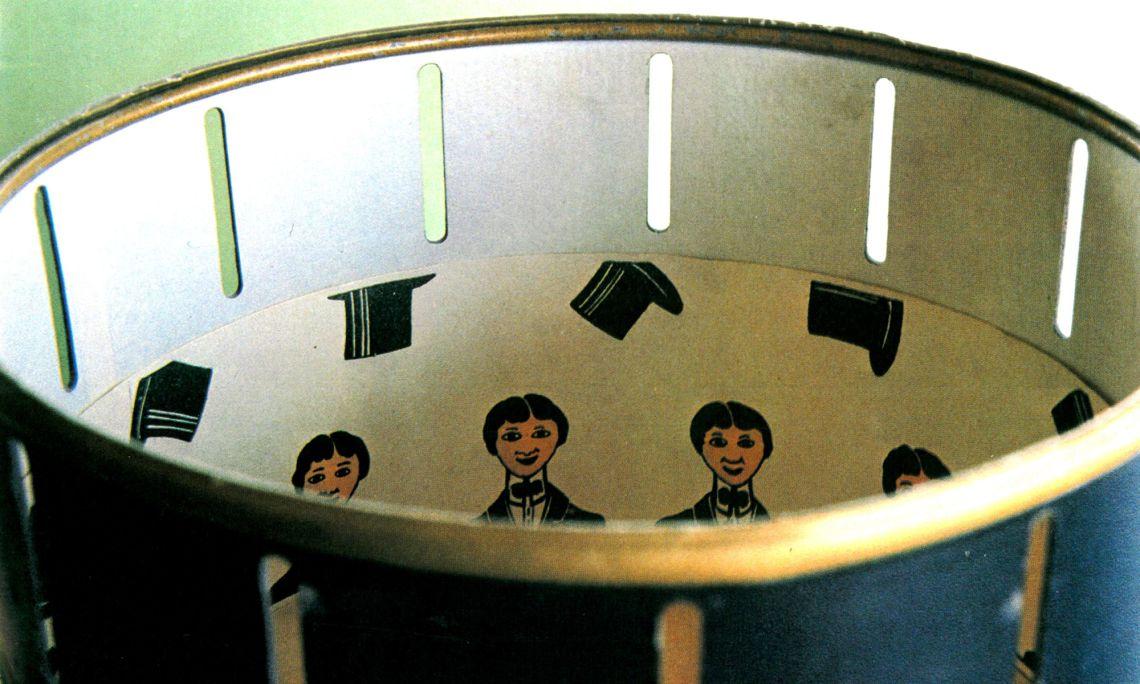 El zoòtrop és l'antecedent del cinema. Aquest va ser fabricat per la casa Borràs el 1910. Foto © MJC