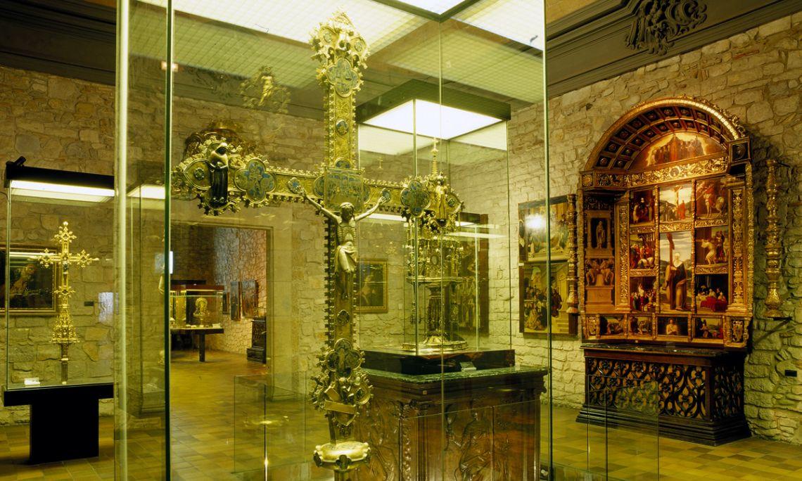 Fondo: Capítulo de la Catedral de Girona.