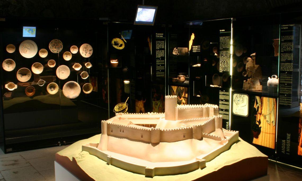 Maqueta del castell de Montsoriu al segle XIV, fortalesa inexpugnable i palau dels poderosos Vescomtes de Cabrera.
