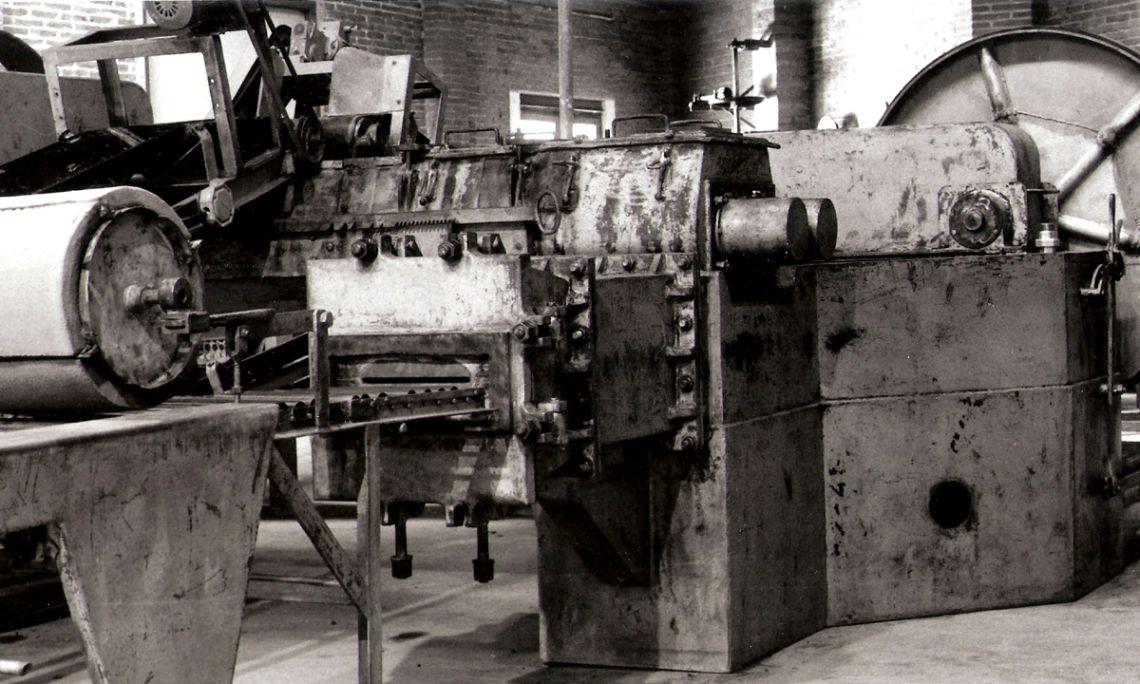 Galletera, utilizada para pastar la tierra y moldearla a través de un molde metálico colocado a la salida de la máquina.