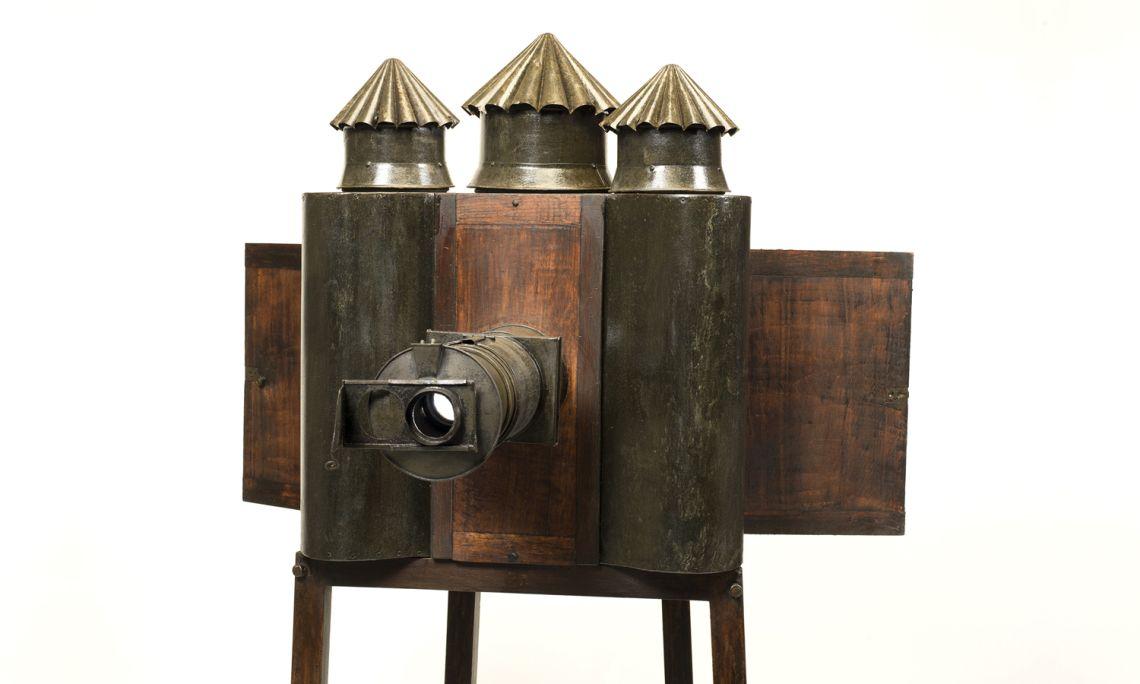 Linterna mágica de fantasmagoría (c 1850) Foto: J.M. Oliveras.