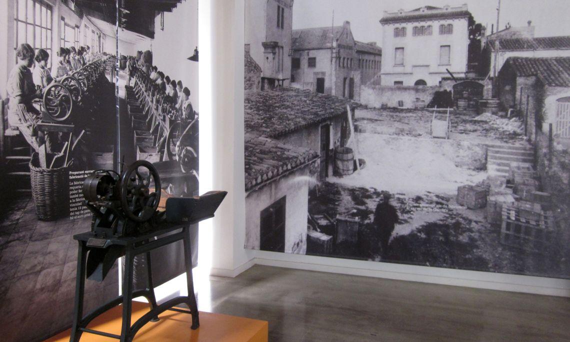 Sala d'exposicions temporals. Màquina de partir. Arxiu d'Imatges del Museu del Suro de Palafrugell.