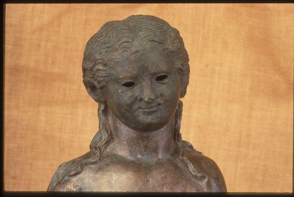 Detall del lampadari romà de la Llosa.