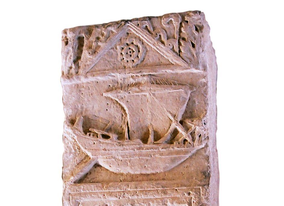 Estela funeraria de la nave, siglo II dC.