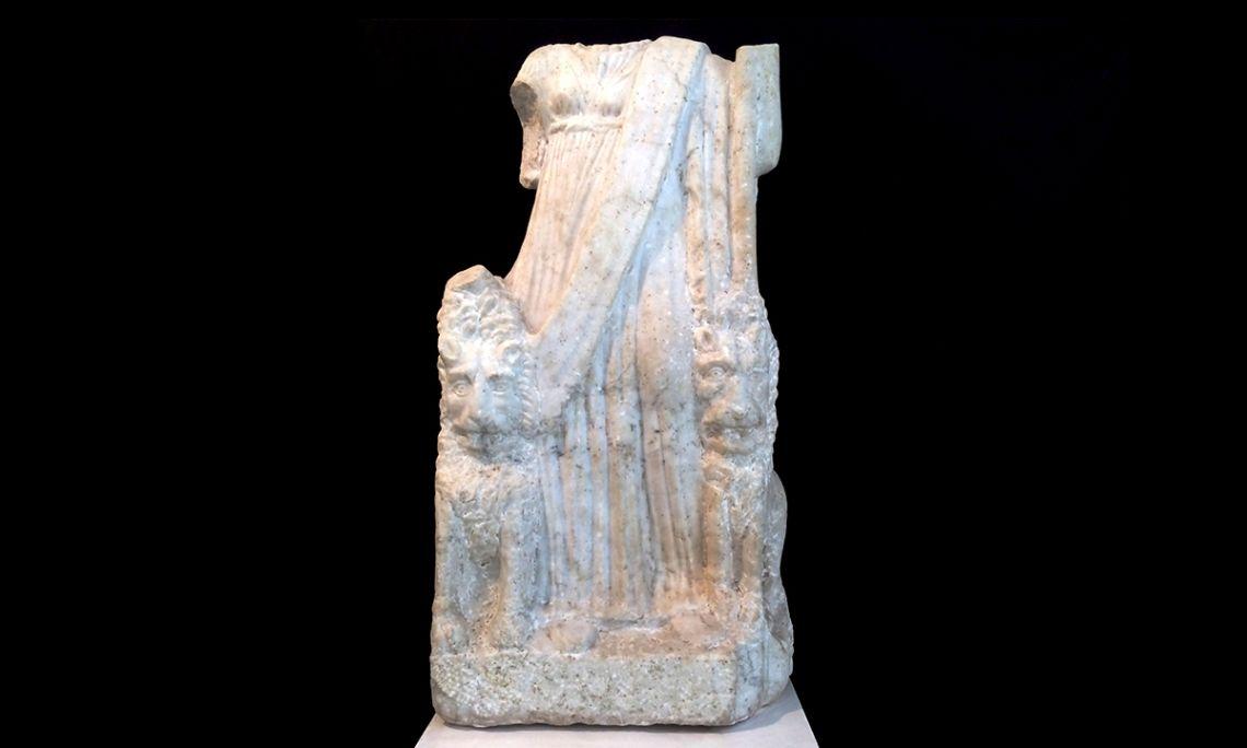 Escultura de Cíbele, vil·la romana dels Antigons (Reus), segle II dC, marbre. Foto: arxiu de l'IMMR