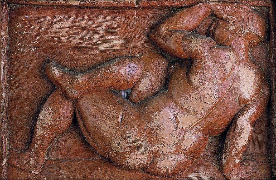 Dona asseguda, Manolo Hugué Martínez, 1929-1930, relief in scraped terracotta, 16.5 × 25 cm
