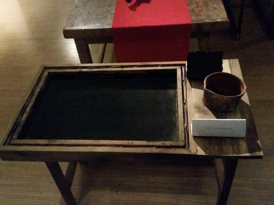 Table à cadre plat