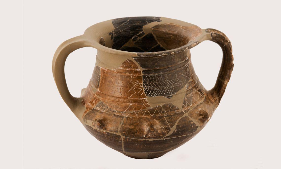 Vaso de cerámica ibérica, conocido como Vaso de las Naves, siglo IV a.C. Depósito de la Universidad de Barcelona. Fotografía de Antonio Guillén, Museo de Badalona.