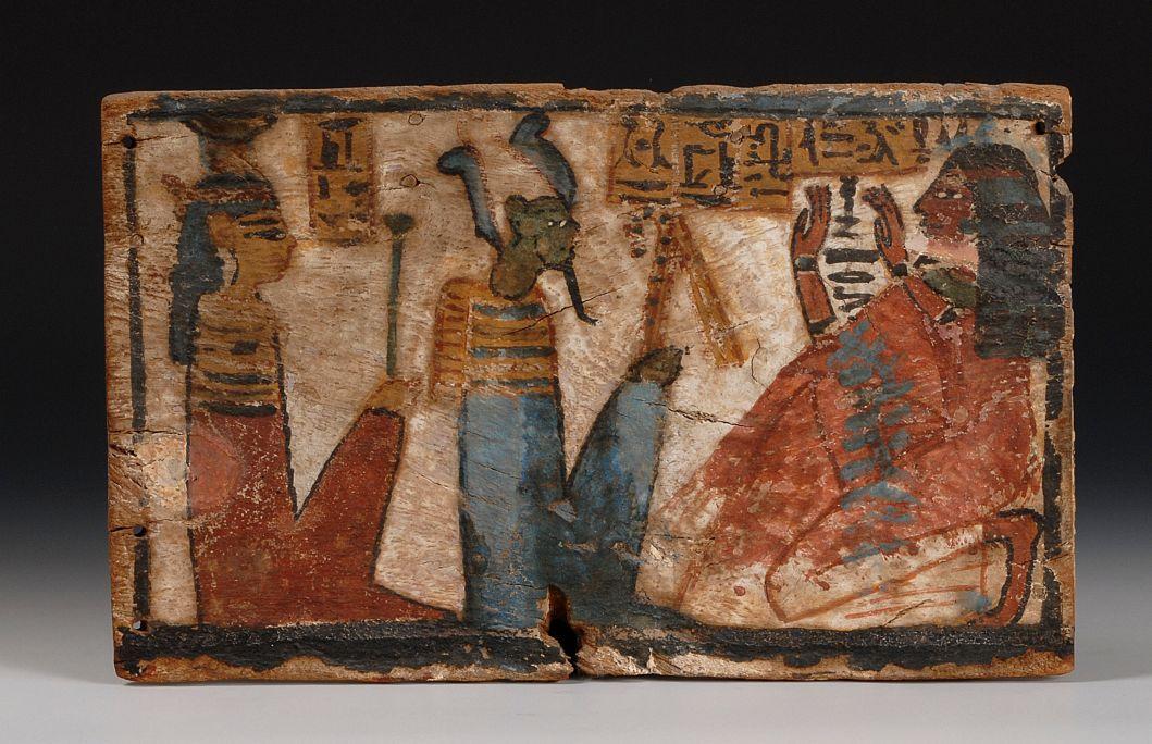 Taula votiva de Tamiu, la cantora d'Amon, dinastia XIX-XX (1320-1085 aC). Fusta policromada, 27 × 17 × 1,2 cm.