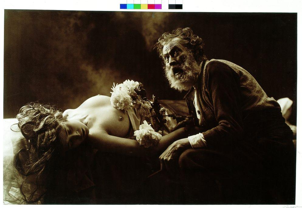 En quin punt del cel et trobaré (Where in the Sky Will I Find You), Joan Vilatobà, c. 1915, tinted bromide paper, 62 × 95 cm