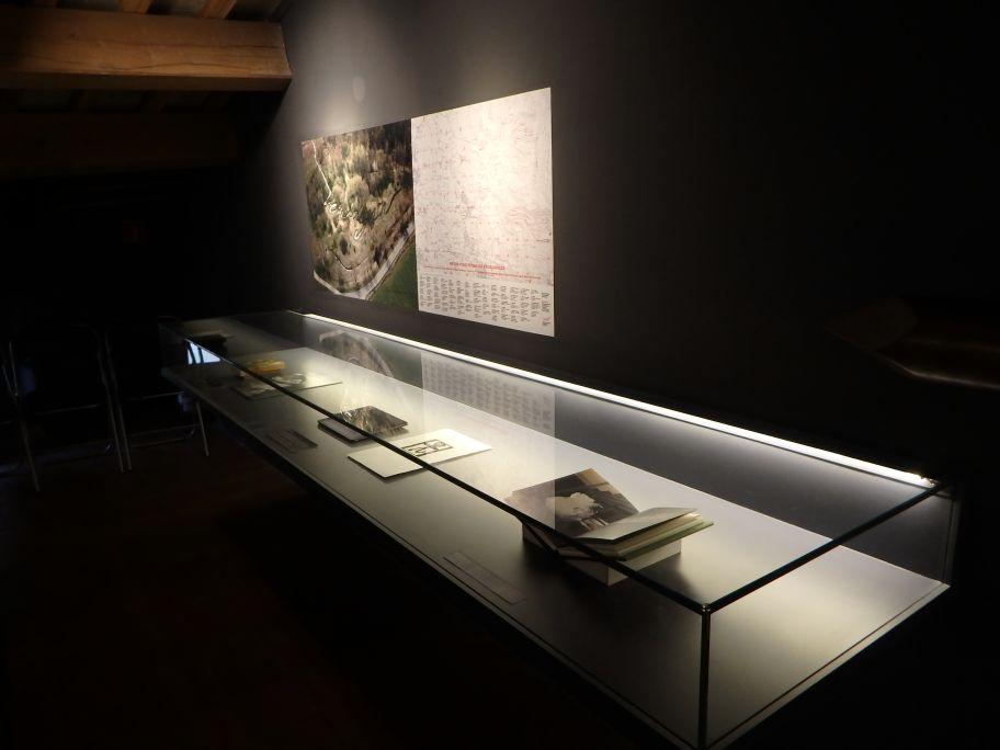 De com el Pirineu en mans de Verdaguer va esdevenir un fil de tinta, 1997, Perejaume, oli sobre taula, 16×12 cm.