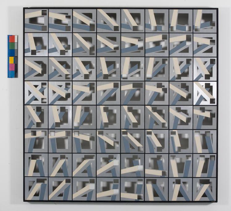 Rotació i intersecció de dos buits sobre buit 17 (Rotation et intersection de deux vides sur vide17), 1973, aluminium, aluminium anodisé brillant, peint et découpe sur bois, et bois, 150,5 × 15