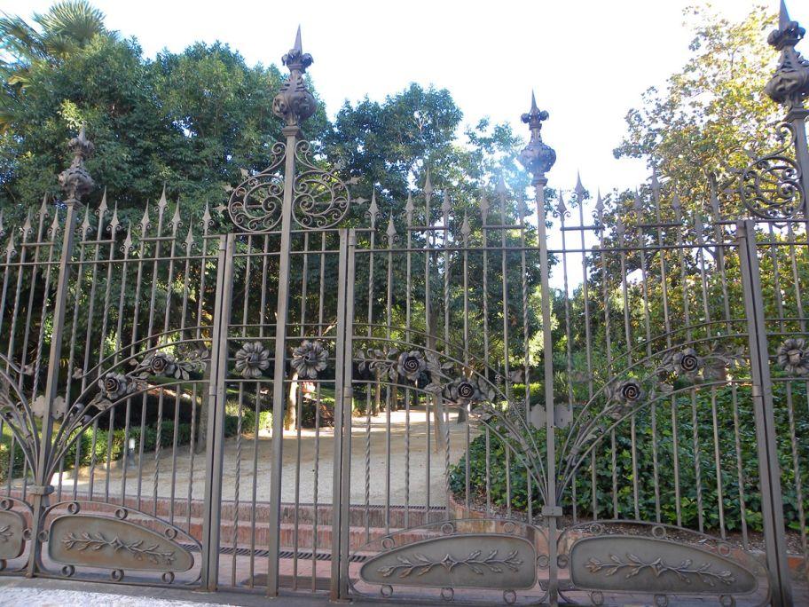 Porta de ferro forjat del pati de la Casa Alegre de Sagrera. Foto: Museu de Terrassa