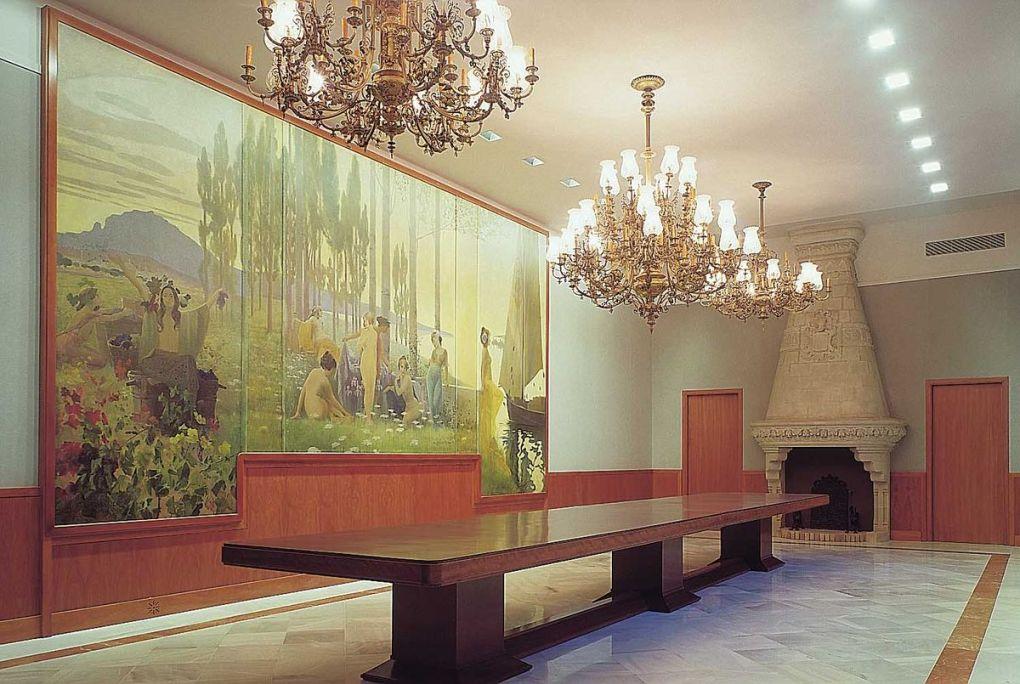 Menjador per a actes extraordinaris, amb el plafó mural d'Alexandre de Riquer, 1901. MdT 15.087 Foto: Museu de Terrassa