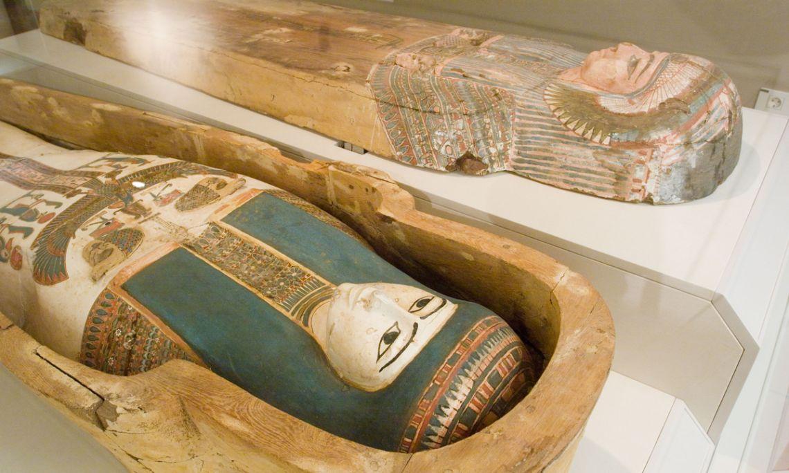 Mòmia i sarcòfag de la cantora d'Amon Nadegaubastisred, 945-715 aC