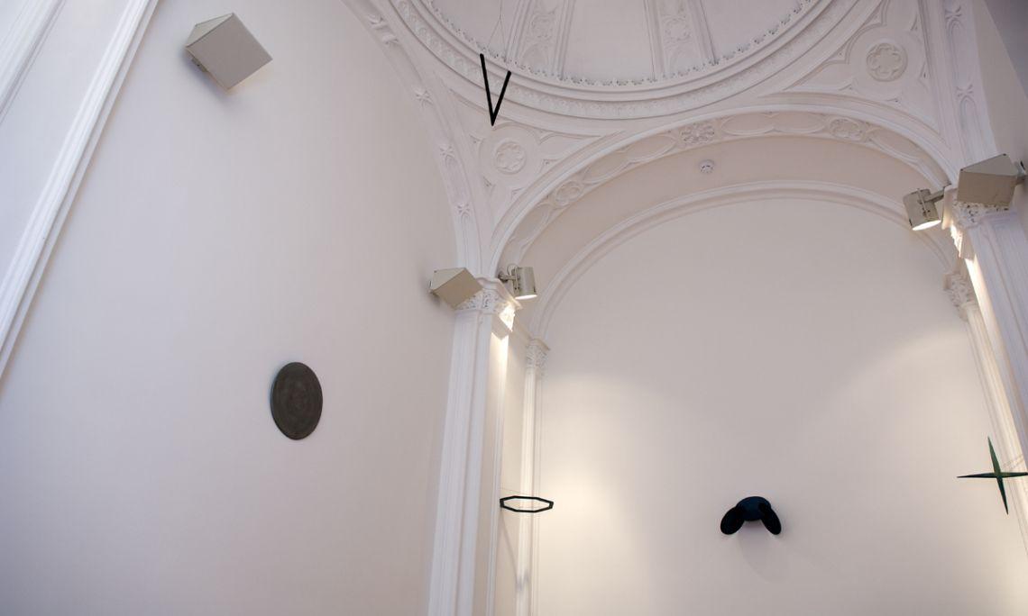 La capella, amb la instal·lació Aqua et tempus, de Tom Carr.